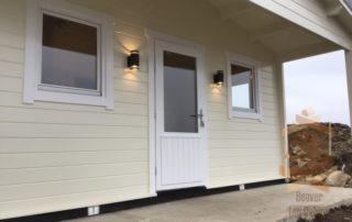 Garden cabin with overhangs