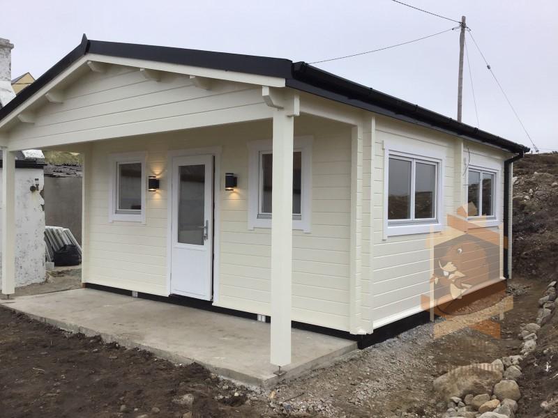 Garden cabin with overhang
